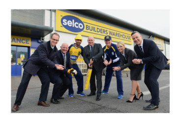 Selco builds cricket partnership with Warwickshire