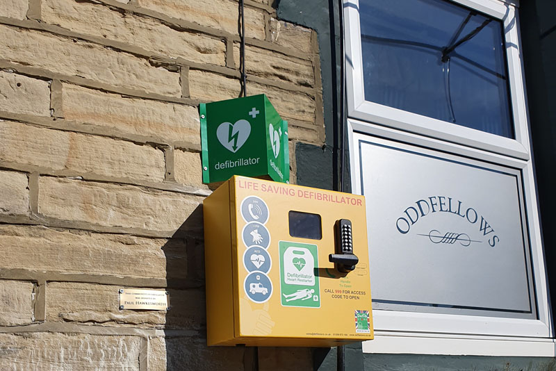 Gibbs & Dandy funds defibrillator installation