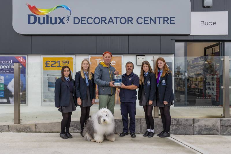Dulux Decorator Centre to support UK community charities